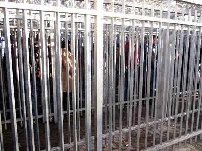 Pour les Palestiniens, la vie sous occupation israélienne signifie une constante déshumanisation et un emprisonnement permanent - Phot : PalestineChronicle/Tamar Fleishman
