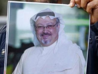 Photo de Jamal Khashoggi tenue par un manifestant à Istanbul