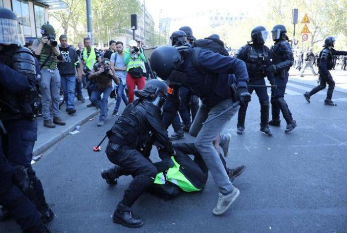 Violences policières contre les Gilets Jaunes - Photo : Olivier Arandel
